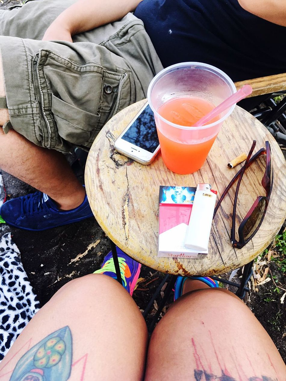 Sitting Human Leg Drink Real People Leisure Activity Casual Clothing Refreshment Day High Angle View Human Body Part Relaxation Close-up Disfrutando De La Vida IPhone