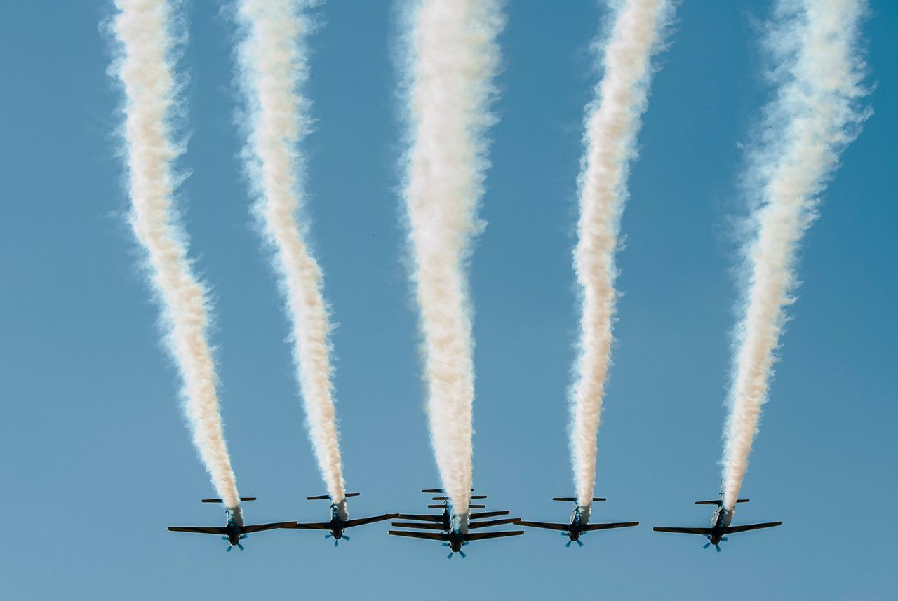 Beautiful stock photos of flugzeug, vapor trail, airshow, airplane, clear sky