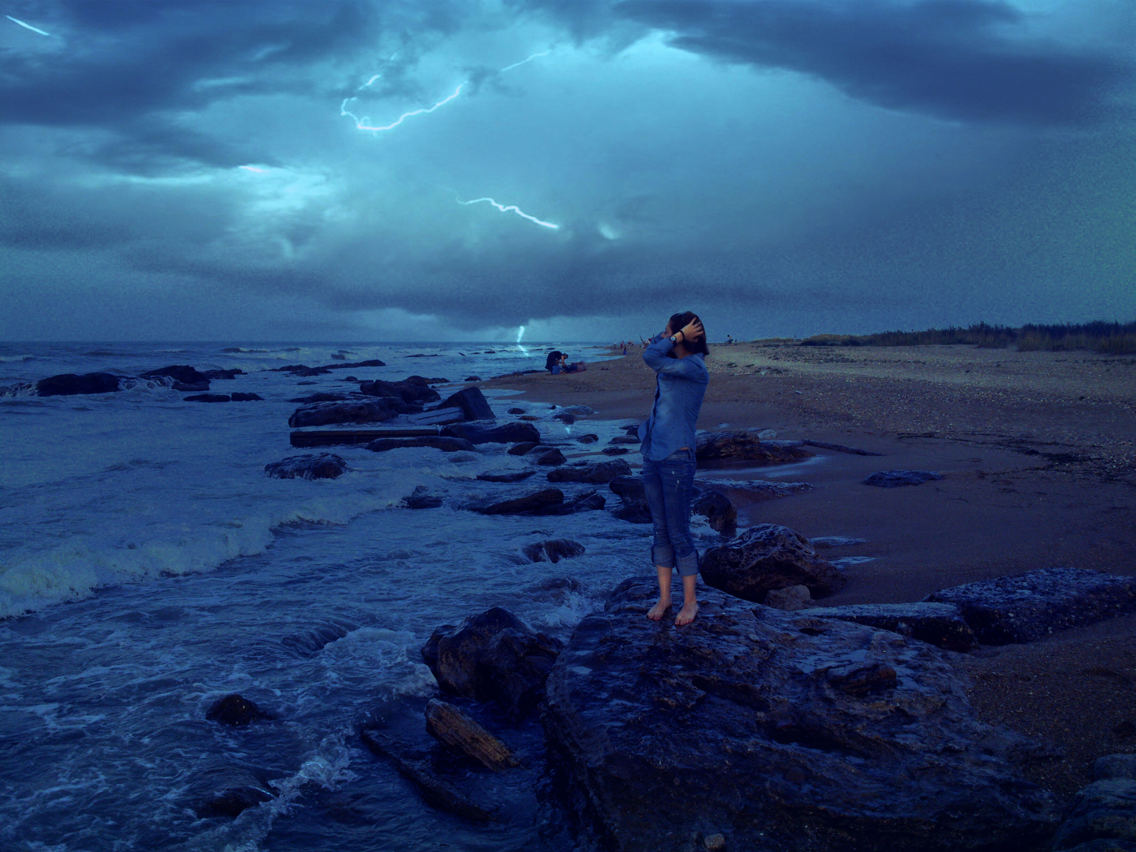 water, sky, sea, cloud - sky, beach, full length, shore, lifestyles, leisure activity, tranquil scene, standing, scenics, tranquility, beauty in nature, horizon over water, rear view, cloudy, nature