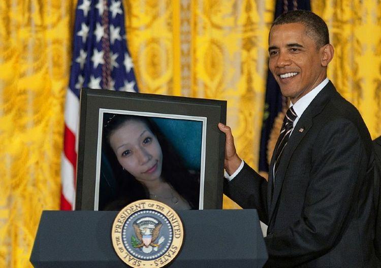 this me Mr.Barack Obama Happily Holding my photo feeling close..hahaha..