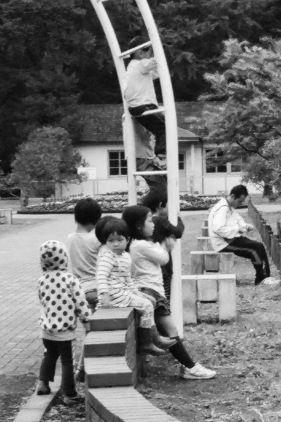Little Kids Yoyogi Park Tokyo Japan Travelphotography Streetphotography Bnw Bnwphotography Bnwcollection Bnw_captures Bnw_world Bnw_tokyo Blacknwhite