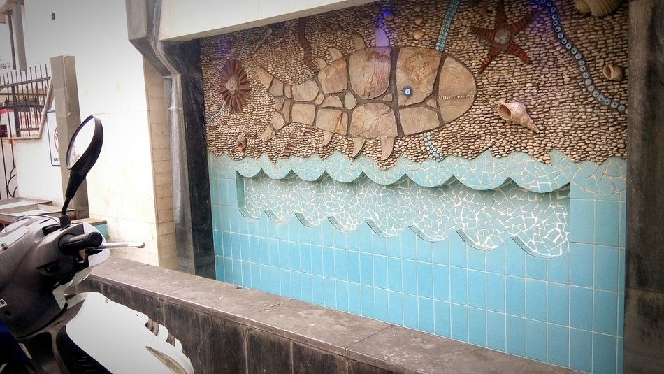 Fish Wall Underthesea Motorcycle Refliction Outdoors Close-up Architecture Building Exterior No People Day Details Of Nature Art Wondertime ınturkey