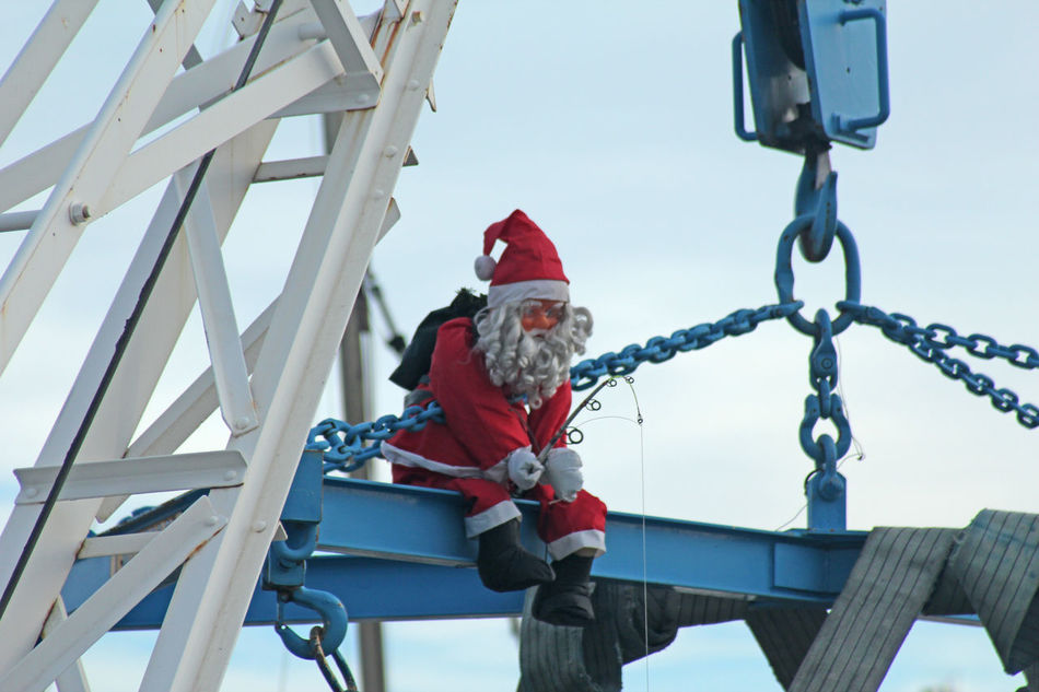 Flying High One Man Only Only Men Climbing Winter Adults Only Snow Outdoors One Person Men Technology Adult People Cold Temperature Day Headwear Sky Christmas Decoration Santa Claus Santa Noël Père Noël