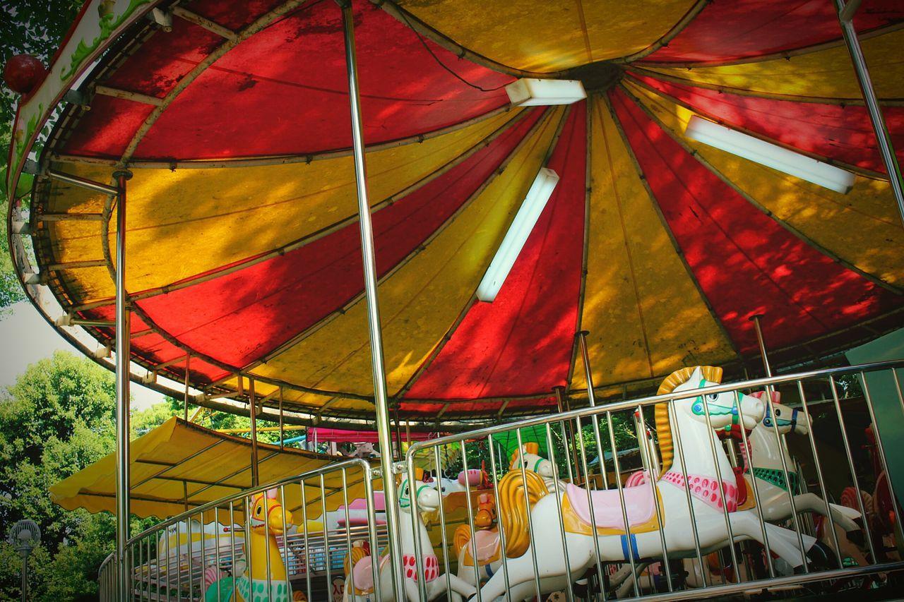 MerryGoAround 上野 遊園地 休園日 Japan Tokyo Japan Photography ノスタルジー Park Taking Photos No People 伊藤若冲に3時間半並んだ、ディズニーの列が可愛く感じる…でも、疲れがぶっ飛ぶ迫力!!鳥肌物の絵を生で見れた…かっこいかった~!!!…からの興奮さめやらず、動物園前の乗り物コーナーにて。