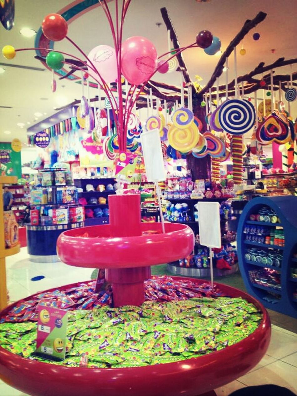 Candydays YumYum Nice اكبر محل حلويات بالسعوديه ?
