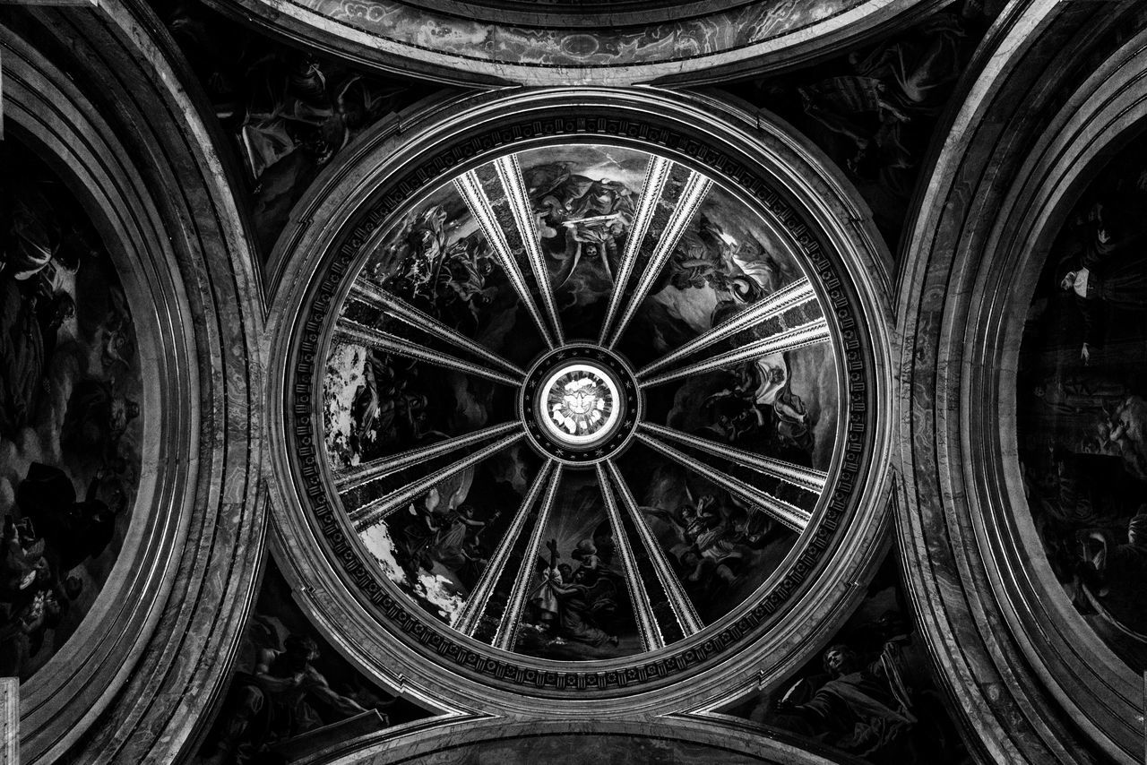 Round About (1). Close-up Architecture Black And White Photography Black&white Blackandwhite Photography Black & White Black And White Blackandwhite Lookingup Low Angle View Rome Roma Rome Italy Europe City Italy❤️ Architecture_collection Italy Italia Bella Italia Architecture Ceiling Dome Church Fresco