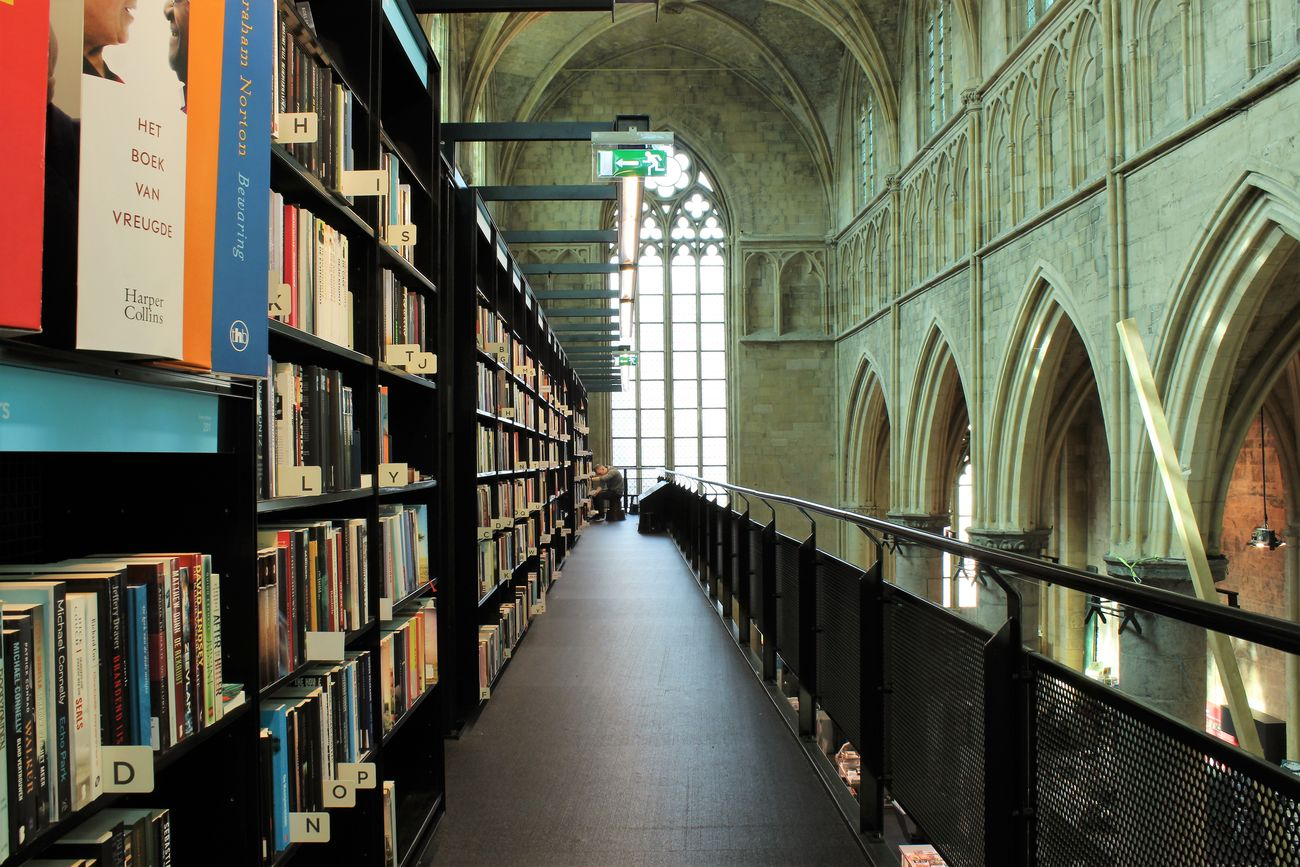 Architecture Architecture Books Books ♥ Bookshelf Bookstore Bookstore In A Church Day Dominicanen Boekhandel Maastricht Dominicanenkerk In A Row Indoors  Library No People Shelf