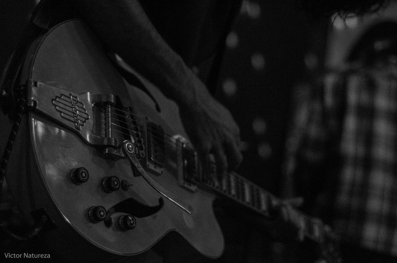 Pb Thebrisantinos Pretoebranco Olharnatural Musica Vitaonatureza Rock Victornatureza Sombra Show Luz Guitarist Rock Music Music