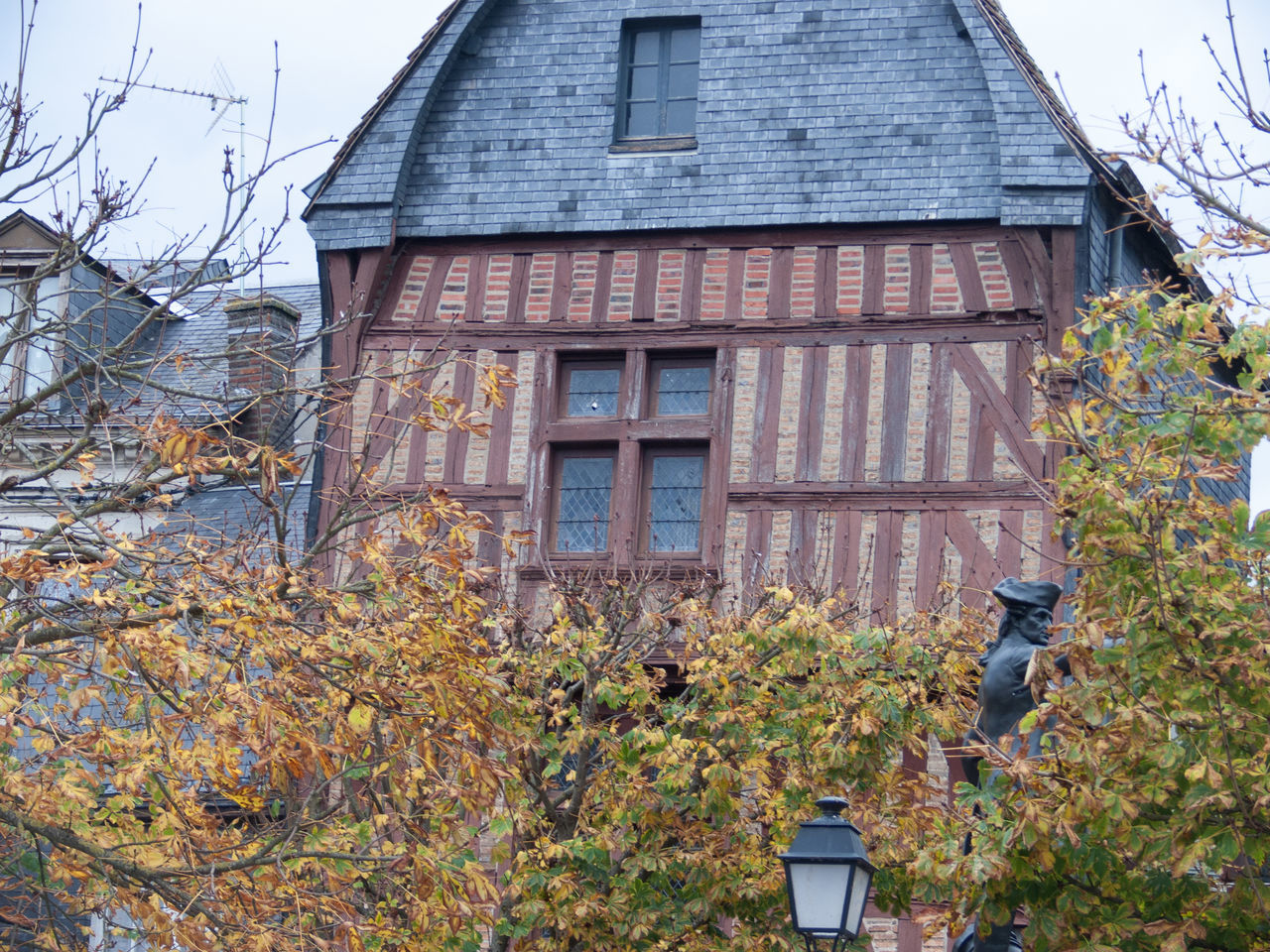 building exterior, architecture, built structure, tree, day, autumn, house, no people, outdoors, leaf, branch, bare tree, nature, sky