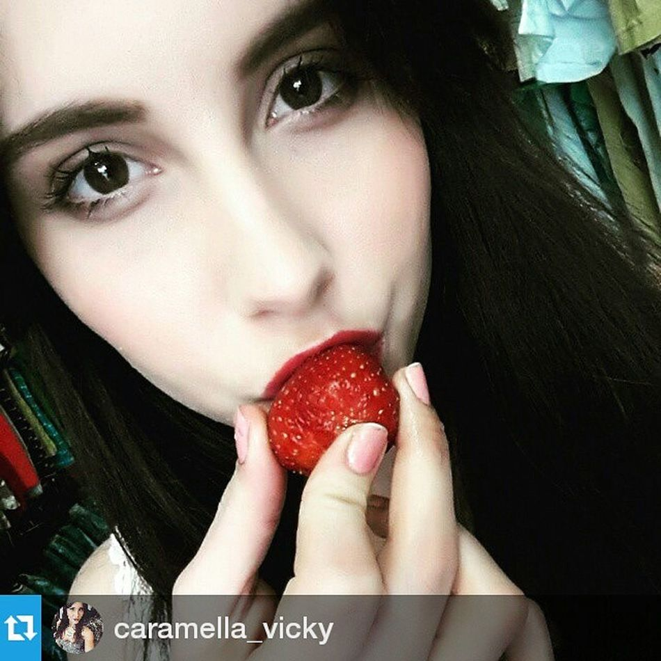 Super_faces Female My_beautiful_friends Repost @caramella_vicky ・・・ Strawberries, strawberries everywhere strawberry fruits spring me brunnette girl break working thessaloniki greece