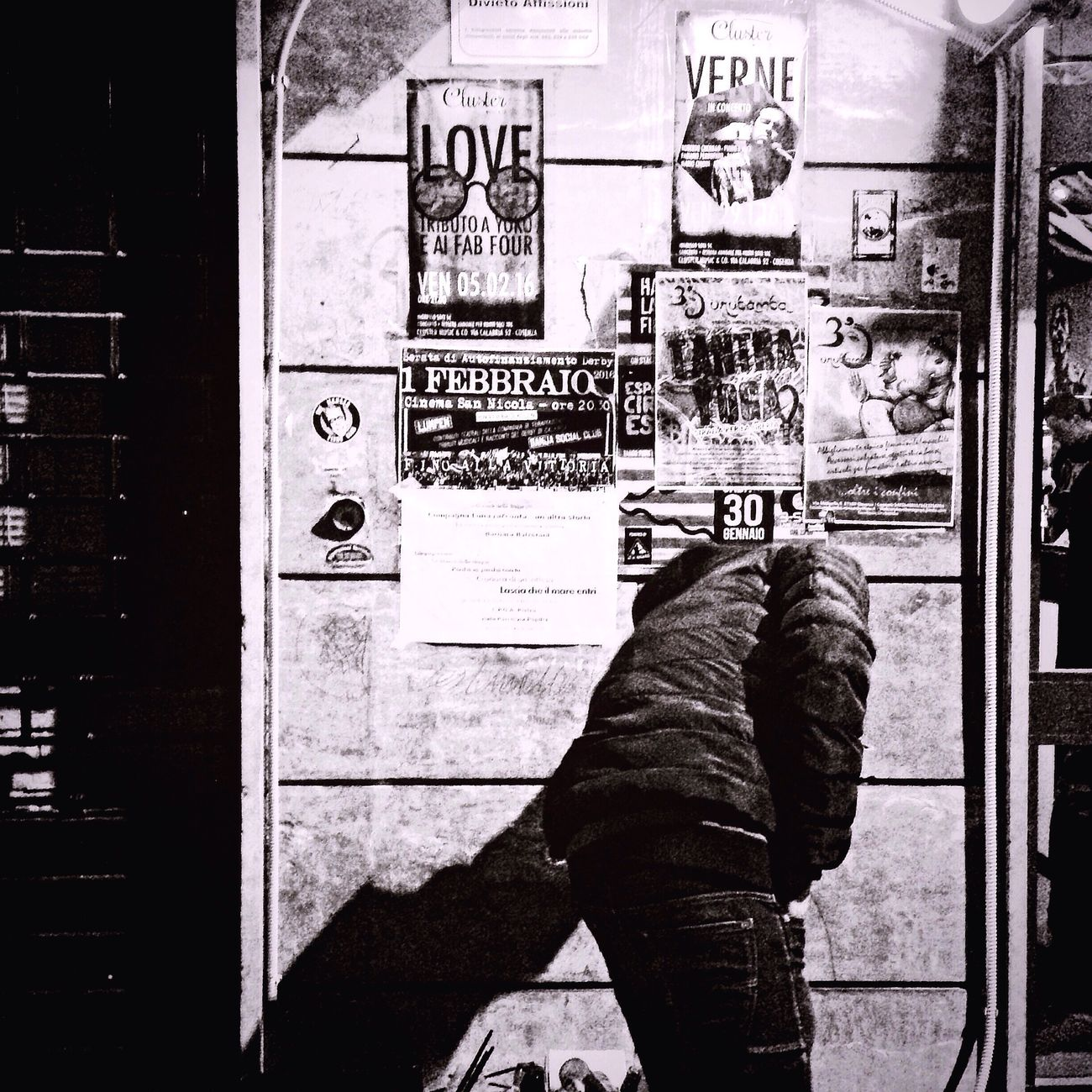 Strangers Urban Streetphotography Blancoynegro Black And White Blackandwhite Urbanstrangers Urbanphotography IPhoneography BW_photography Bw_lover Italia Cosenza Streetphoto_bw
