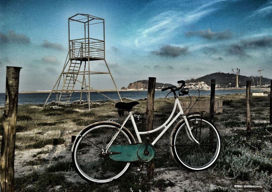 Bicycle Sky Transportation Mode Of Transport Cloud - Sky Metal No People Land Vehicle Outdoors Beach Day Bicicleteando 📷🚲 Skyporn Nature Sea And Sky Nikonphotography Beatiful Nature Vintage Vintage Photo EyeEm Gallery Mare Sardegnanatura