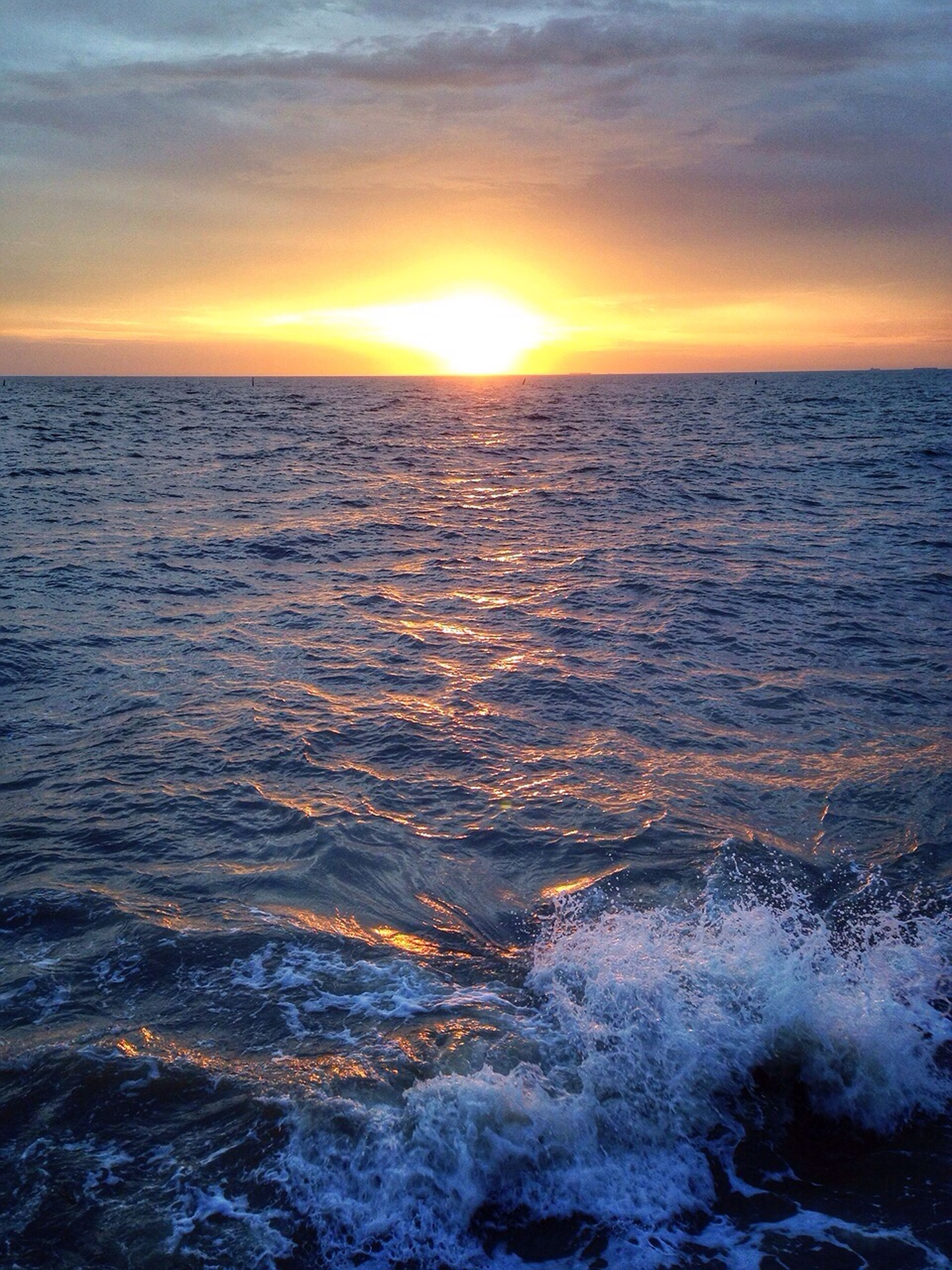 sea, water, sunset, horizon over water, scenics, beauty in nature, tranquil scene, sky, tranquility, sun, waterfront, orange color, rippled, nature, idyllic, seascape, wave, reflection, cloud - sky, sunlight