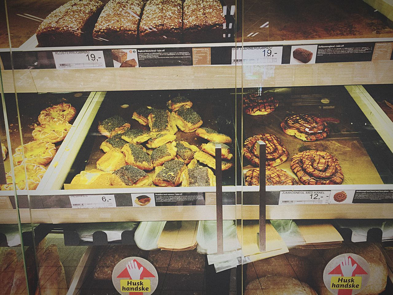 Display Cabinet Food Store Window Day Price Tag No People indoor Danish cake and Bread