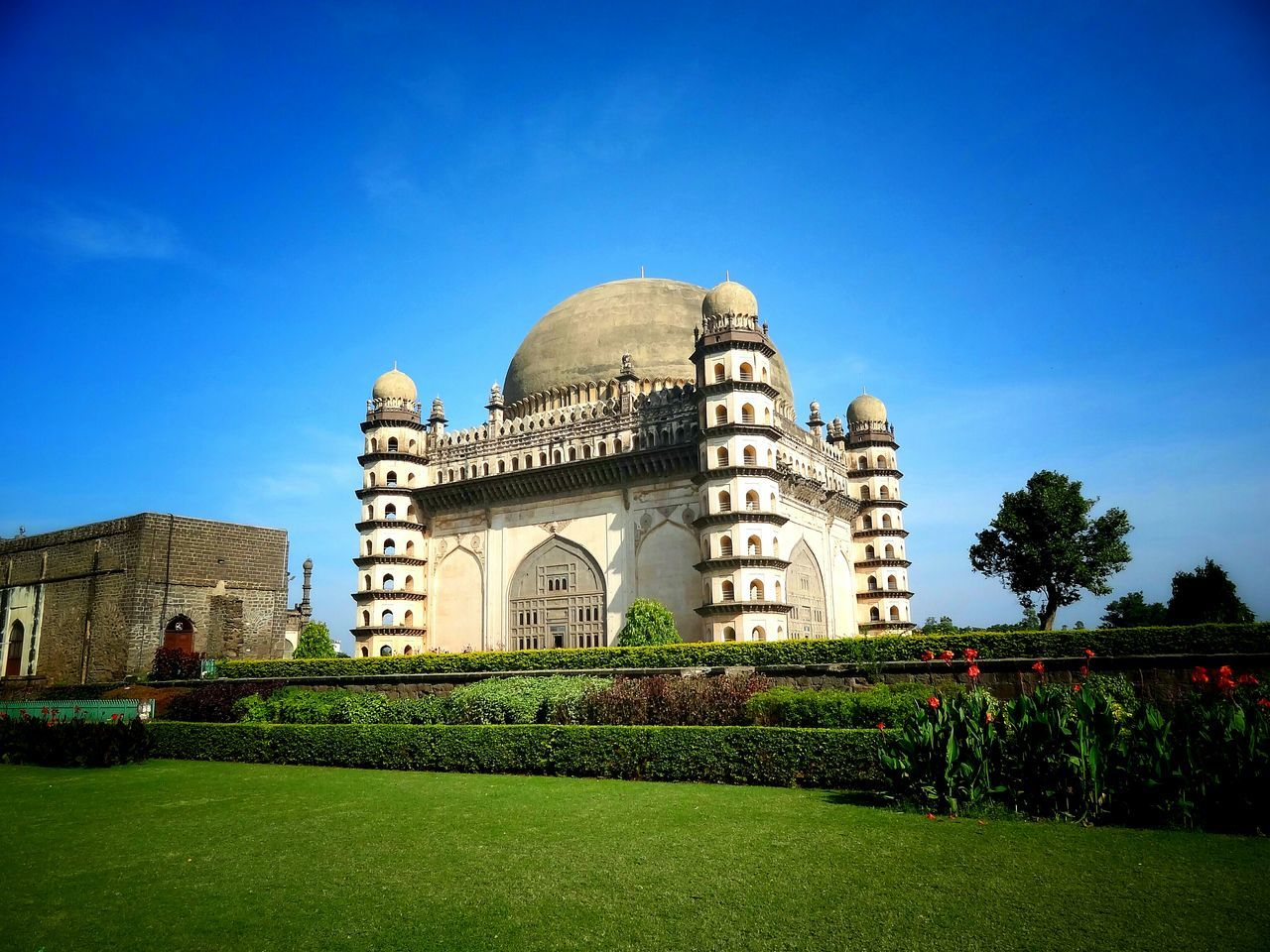 Gol Gumbaj - Bijapur! History Travel Destinations Ancient Civilization Architecture Bijapur GolGumbaz No People Sky Mughalarchitecture Mughal Architecture Mughal Mughalempire Musical Theater  Nizam Heritage Building Heritagesite Heritage Of Pride Indianheritage First Eyeem Photo