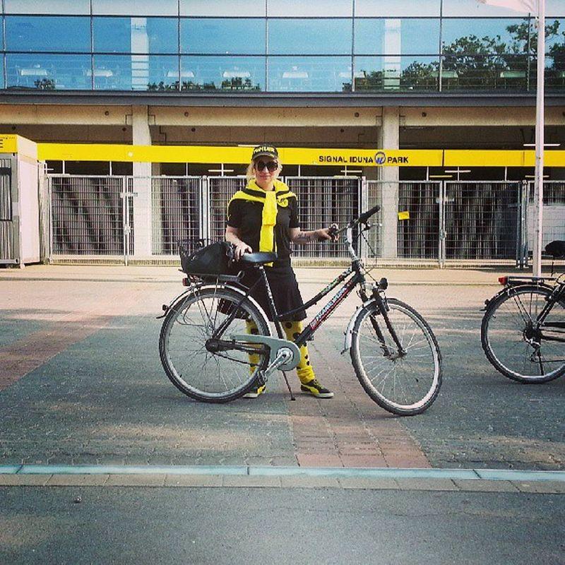 Mein Fahrrad am Westfalenstadion. Datt dat Ding dat noch erleben darf! #BVB #dortmund #ruhrpott #ruhrgebiet BvB Ruhrpott Dortmund Ruhrgebiet