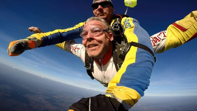 Skydiving Skydivers Tandem Skydive 3km Free Fall Adrenaline Junkie Adrenalin Fun Low Angle View Freedom Free Flying Enjoyment Content Leisure Activity