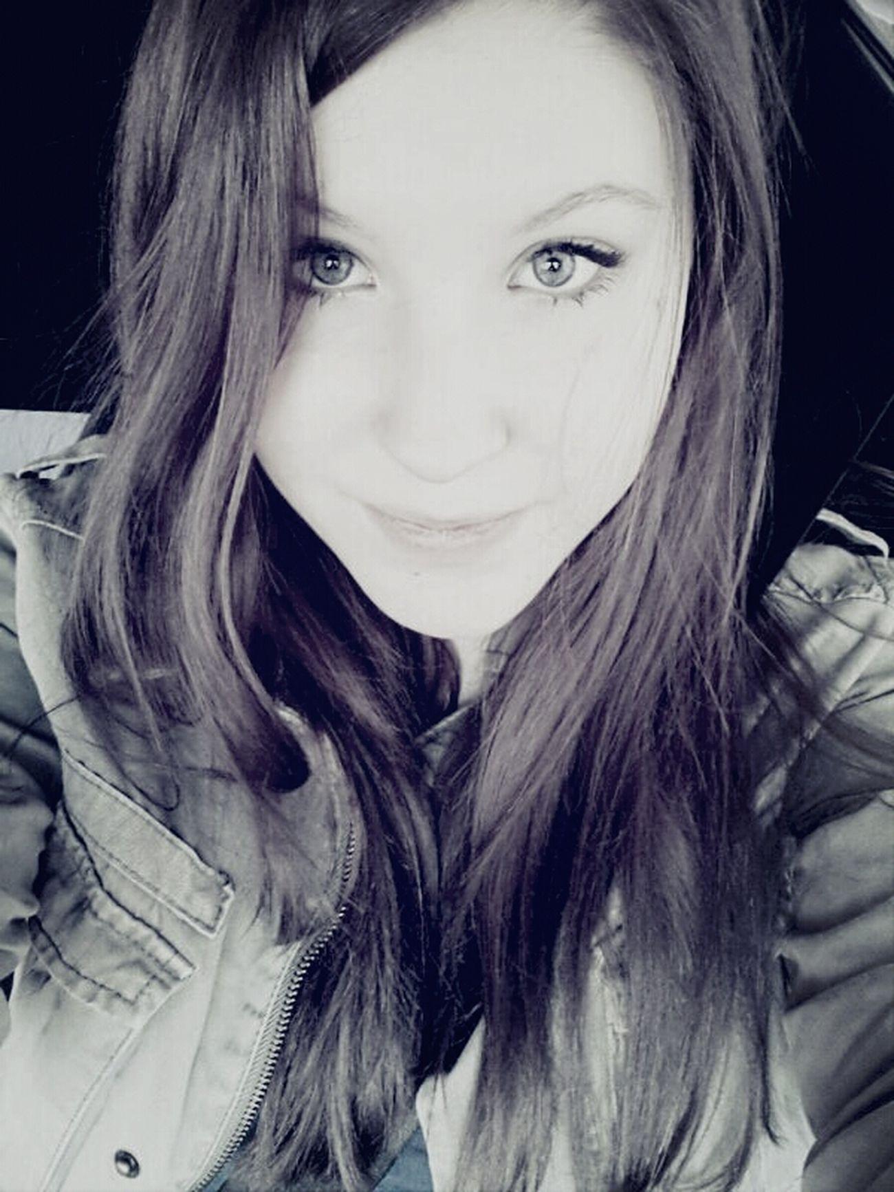 Hello World GermanGirl Selfie Blue Eyes