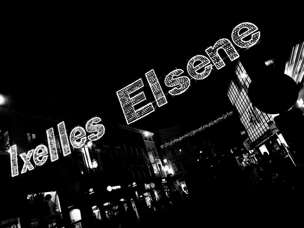Huaweiphotography Huaweiphotography HuaweiP9 HuaweiP9 Huawei P9 Leica Streetphotography Ixelles Bruxelles ❤ Porte De Namur Black & White Photography Illuminated City Street éclairage Guirlande