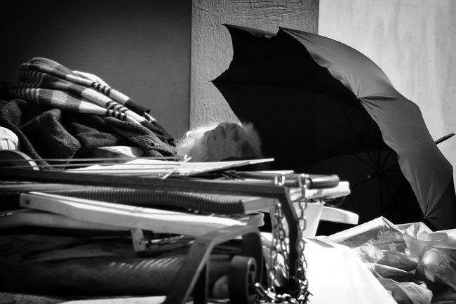Black&white It's Cold Outside Noiretblanc Noir Et Blanc Blanco Y Negro Blancoynegro Black And White Collection  Black And White Portrait NEM Black&white Blackwhite EyeEm Best Shots - Black + White Black And White Photography Blackandwhitephotography Blackandwhite Photography Black & White Blackandwhite Black And White Blanco & Negro  Blackandwite Blancoynegro Blanco&negro Bianco E Nero Poor  Poorpeople Pobreza Povertà