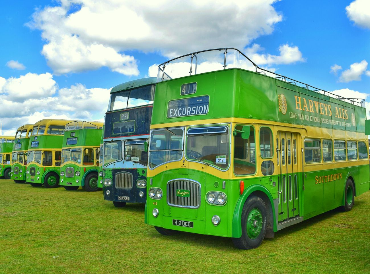 Bus Show Bus Green Retro Old Taking Photos Enjoying Life Sunlight Sky And Clouds Light And Shadow