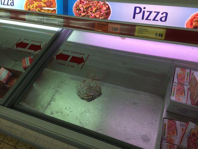 Pizza Crisis Pizzanotstand in Berlin....