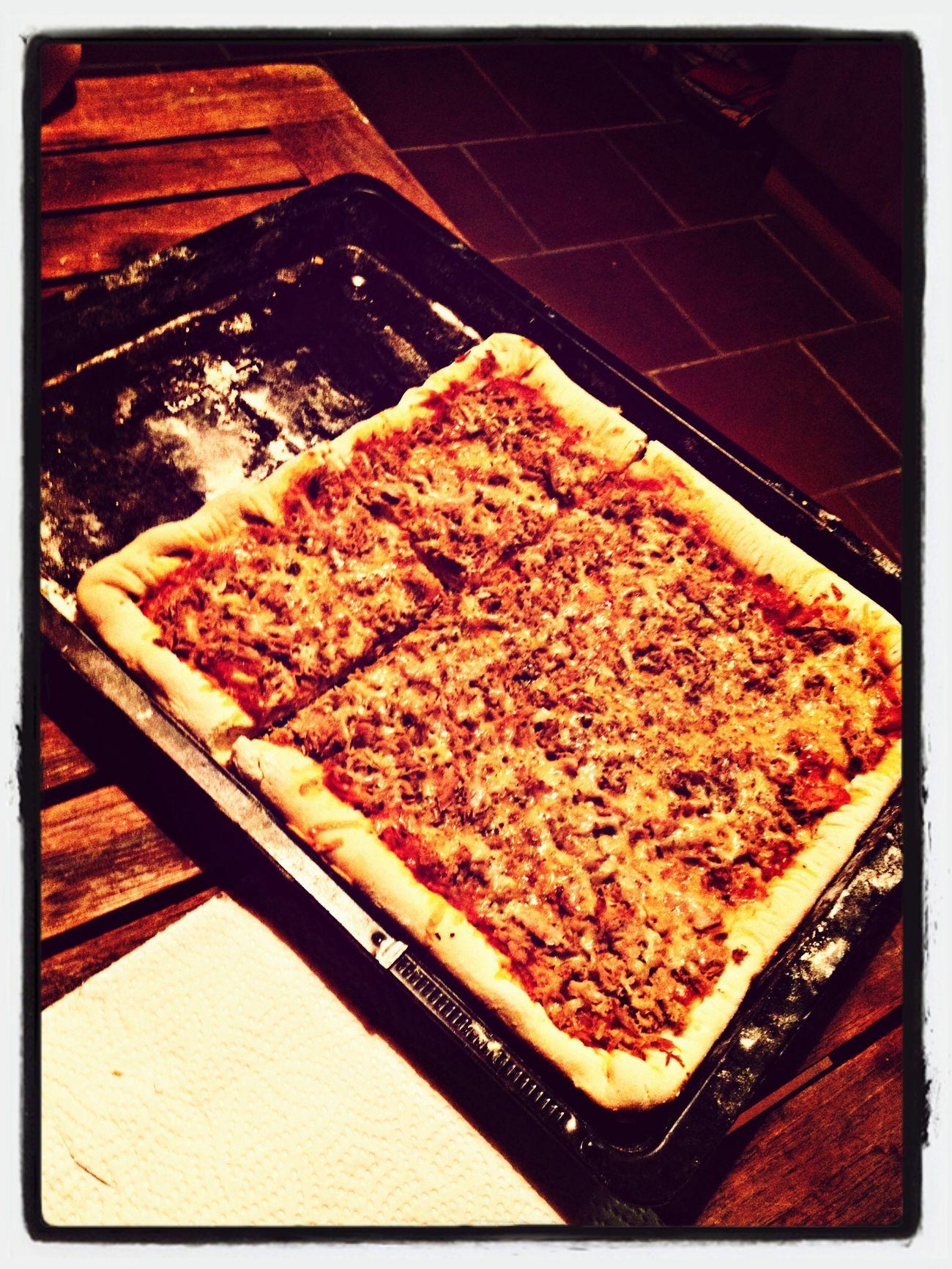 Pizza gerade frisch aus dem Ofen gekommen ... finde den Fehler