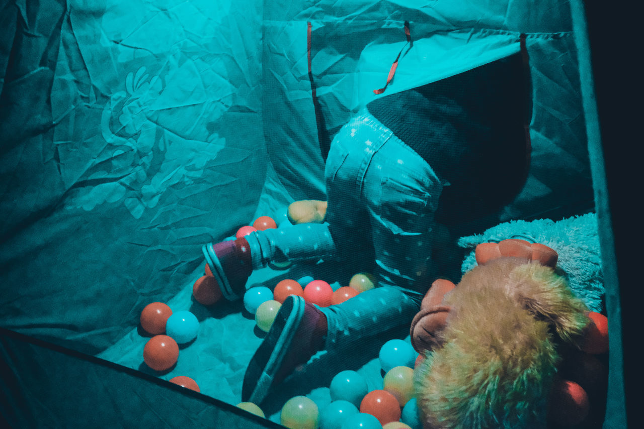 Check This Out Exceptional Photographs EyeEm Best Shots EyeEm Selects Kids Toys Aquarium Close-up Day First Eyeem Photo Fish Indoors  Neon Life Playing Popular Photos Real People Sea Life Swimming Tent UnderSea Underwater Unrecognizable Person Water