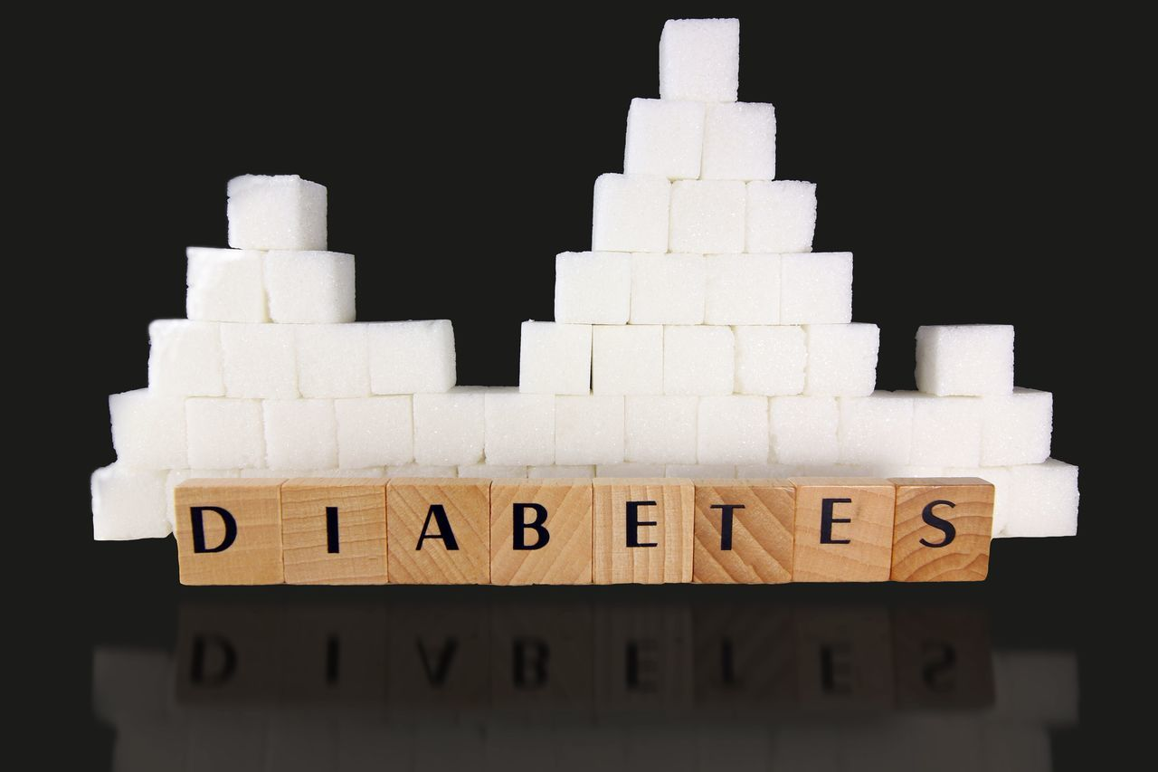 November is Diabetes awareness month, check your blood sugar regularly Black Background Studio Shot No People Stack Close-up Toy Block Cardboard Sugar Sugar Cubes Diabetes Diabetesawarenessmonth Diabetesawareness Health Healthy Healthy Lifestyle Healthylife Copy Space Refelections Healthyliving Healthy Eating