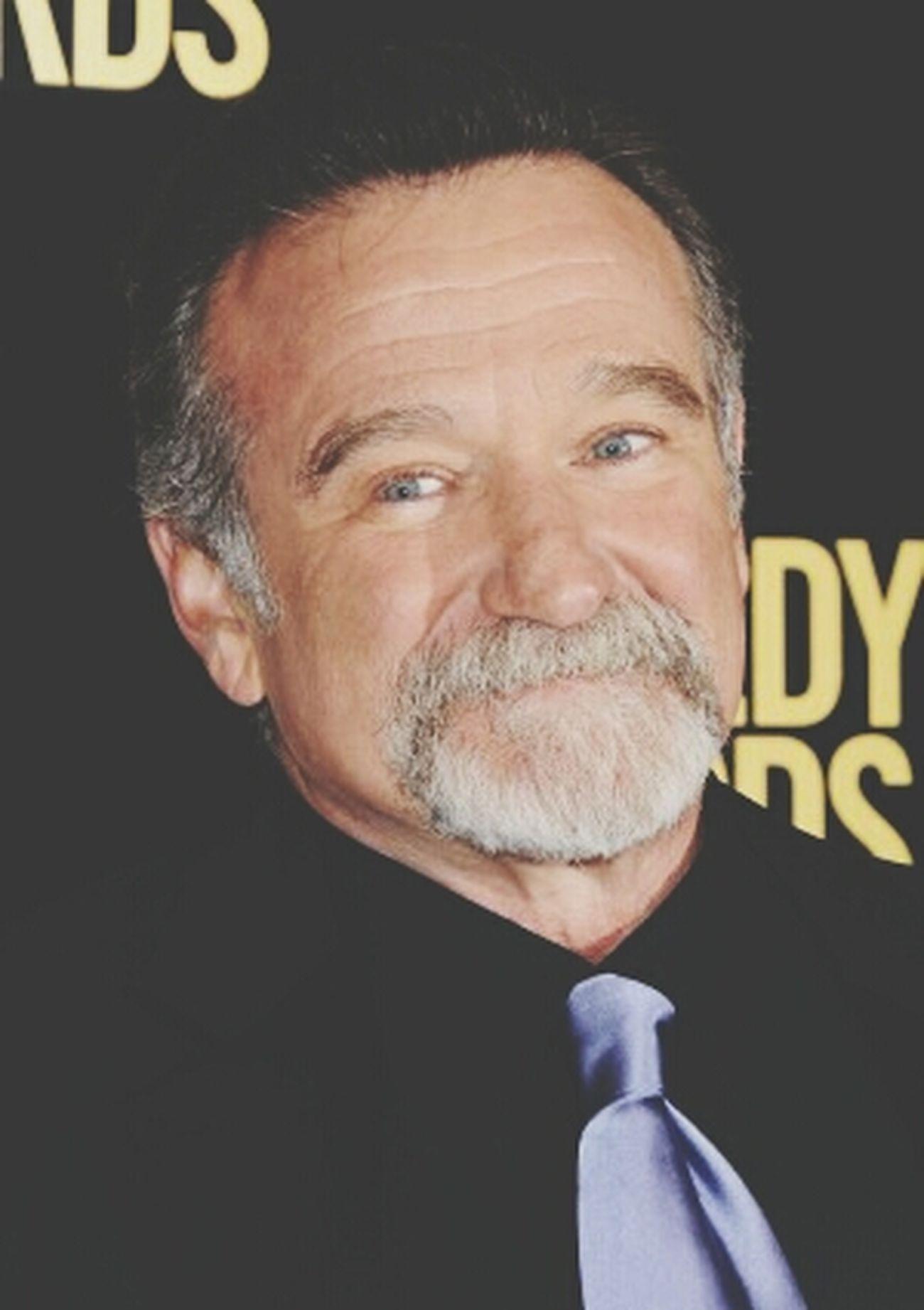 I feel like crying :'(( RIPRobinWilliams Robin Williams R.I.P He's A Great Man✊