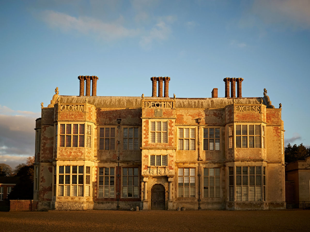 Felbrigg Hall ( Golden Hour) 02. One of my most visited places, is Felbrigg Hall. It is a 17th century country house. Cared for and ran by the National Trust. There is no edit to the colour here, it truly was a golden hour. Olympus Pen F with 17mm f1.8. Edit in Capture One pro. Architecture Architecture_collection Building Exterior Buildings & Sky Built Structure Check This Out Chimney City Cromer EyeEm Best Shots Fine Art Photography Golden Hour Historical Building Historical Sights History Morning Light National Trust No People Olympus Outdoors Sky And Clouds Tadaa Community Travel Destinations Walking Around Window