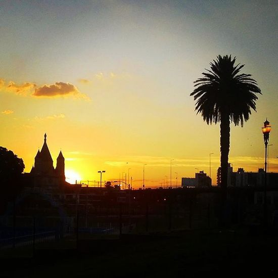 Argentina Argentinas Atardecer Atardeceres Sunset Sunsets Sunsetlovers Sunset_madness Sunset_pics Sunrise Sunrises Sunrise_sunsets_aroundworld Cielo Cielomania Cielos Cieloazul Cieloblu Skyline Skyporn Skylovers Buenosaires Caballito Iglesia Palmera Caba parque park