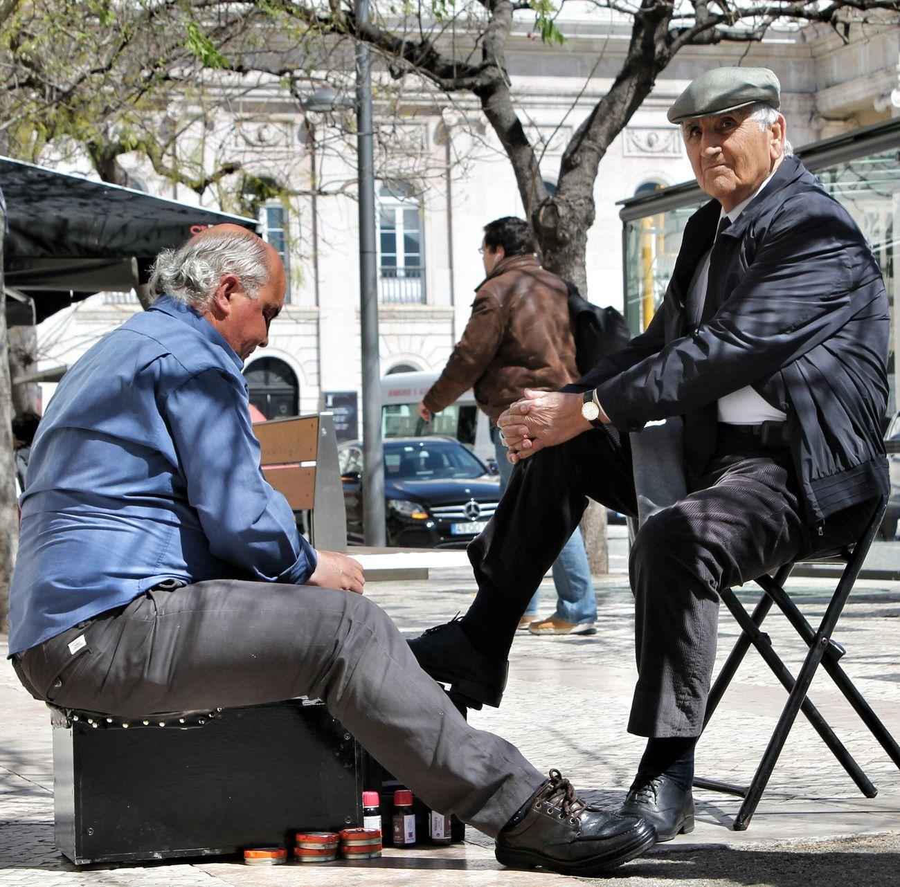 👞👞 Shoeshine Shoeshiner Bootblack Shoeblack Lustrascarpe Old Men People Photography Lisboa Lisbona Portogallo Portugal Lisbon Streetphotography Streetportrait Eyem Best Shots Silviamarconi Eyemgallery Plaza Moments Streetlife Urban Lifestyle Lifestyles Looking At Camera Shoes Ambulante