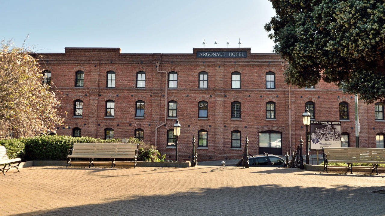 Argonaut Hotel 1 San Francisco CA🇺🇸 Fisherman's Wharf A Noble House Hotel Boutique Hotel 4-Diamond Nautical Themed Located Inside Historic Haslett Warehouse 1907 Architecture Architectural Detail Exposed Brick Douglas Fir Beams Seaside Character Scenic Across The Street From Hyde St. Pier Beach St. Golden Gate Bridge Ghirardelli Square Tourist Destination Whispered To Be Haunted Gold Rush & Barbary Coast Era Characters Cable Car Maritime Museum All Nearby