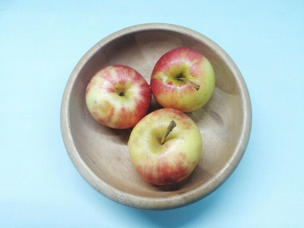 Apple in bowl. Freshness Fruit Healthy Eating Food Close-up Still Life Bowl Group Of Objects Red No People Fruit Bowl Ready-to-eat Large Group Of Objects Studio Shot Medium Group Of Objects Natural Condition Circle