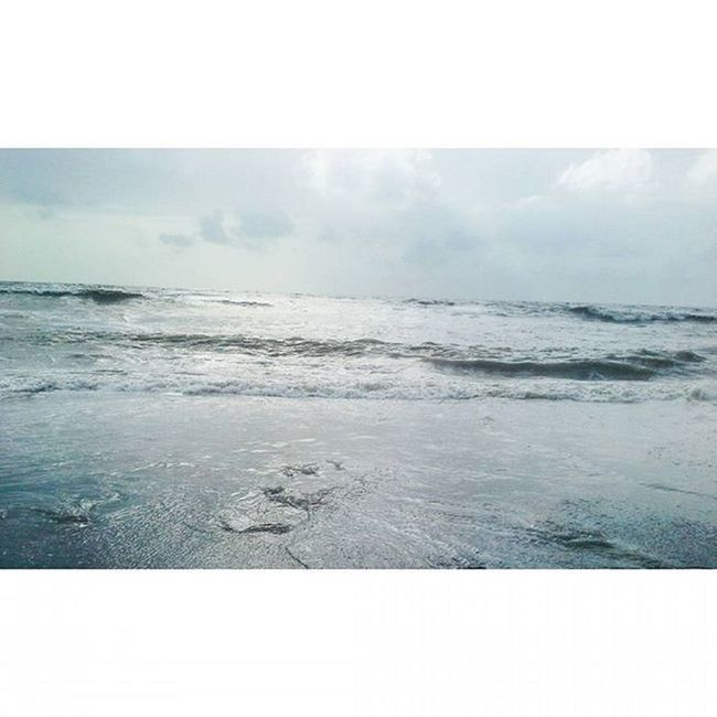 Smell the sea, and feel the sky, let your soul and spirit fly! 🌊👣😊😃👌💜Sea Peace Bliss Waves Blue Aqua MalabarHill Malabarhills Things2doinmumbai Mumbai Mumbaiinstagrammers Instagram Realxing Mumbai_lifestyle