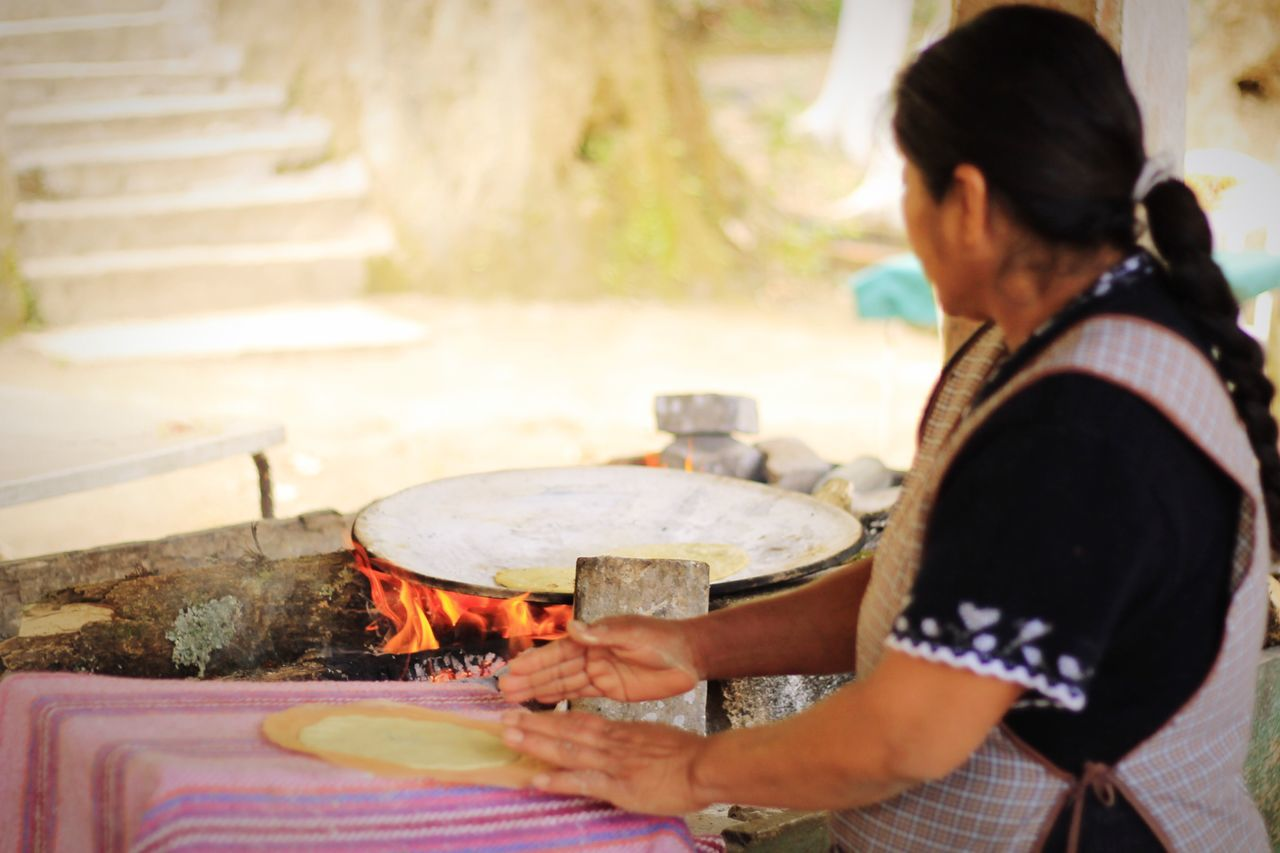 Tortillando Tortilla Fuego Comal Manos Mujer Working Women Canont3 Mexico WomeninBusiness