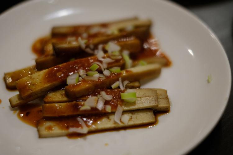 豆腐干 Close-up Food Foodporn Freshness Fujifilm FUJIFILM X-T2 Fujifilm_xseries Japan Japan Photography Plate Ready-to-eat Serving Size Taiwanese Food X-T1 台湾小吃 台湾料理 干し豆腐 豆腐 豆腐干