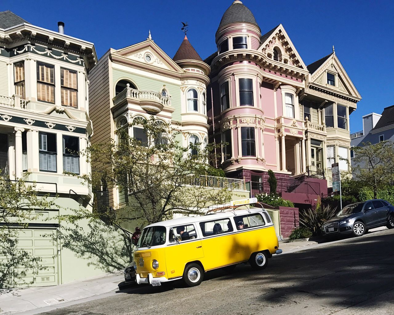 Car Building Exterior Architecture Transportation Mode Of Transport Land Vehicle Built Structure Outdoors Day Street Clear Sky No People Sunlight City Yellow Taxi Tree Sky Victorian Victorian Architecture VW Bus Volkswagen Little Miss Sunshine Hippie Hippielife Sixties