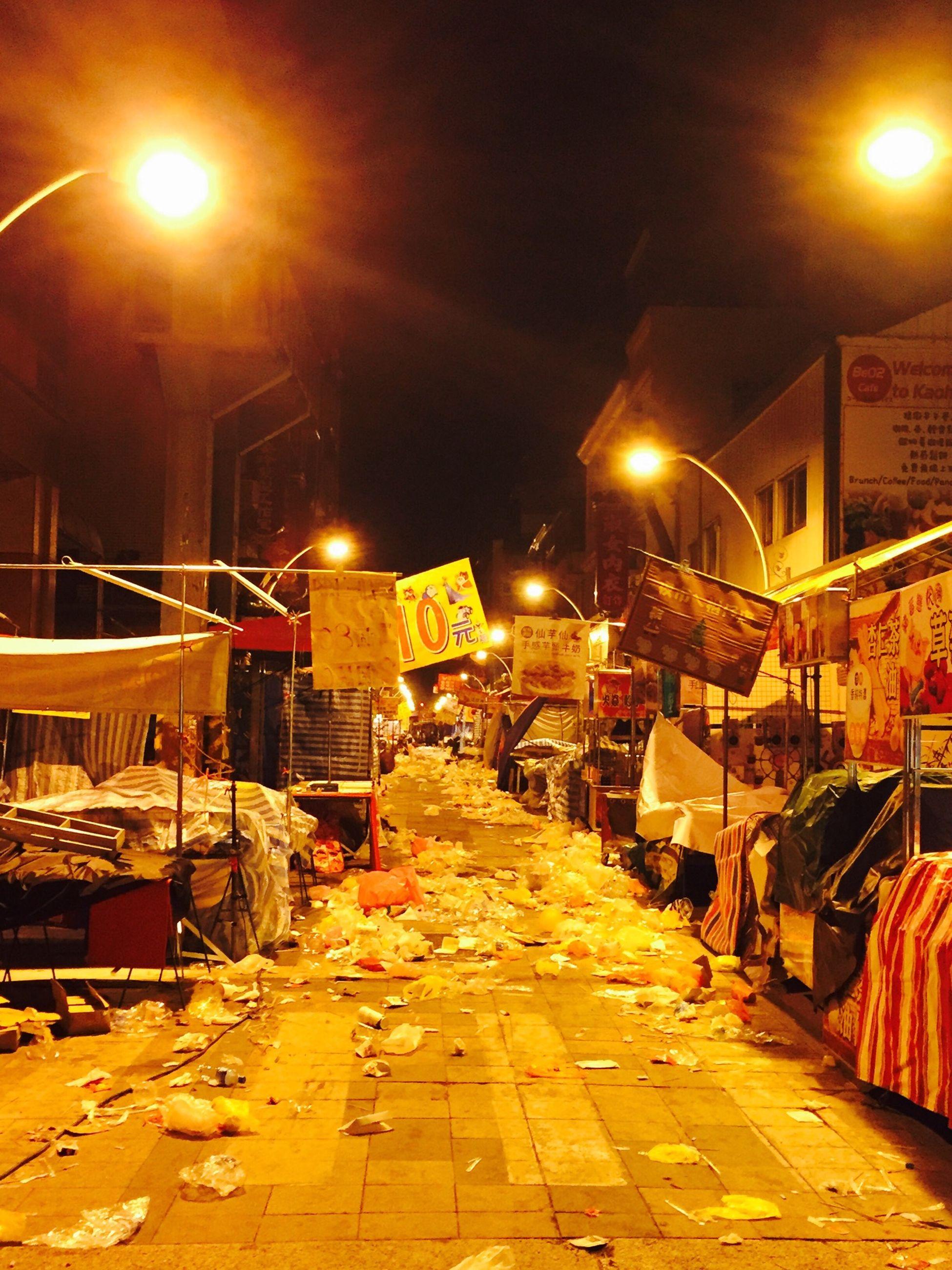 有人潮的地方就是有一堆垃圾 真的是一堆垃圾