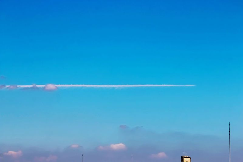 Deceptively Simple Skyporn Sky Clouds And Sky Skyline Sky And Clouds Aircraft Cloud Aircraftclouds Blue Sky White Clouds EyeEm Best Shots