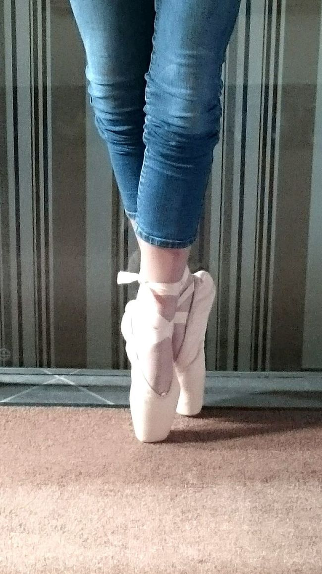 Low Section Standing Person Lifestyles Casual Clothing Fashionable Day Footpath The Way Forward Ballerina Ballett Ballet Dancer Ballet Shoes Dance Dancing The Week On EyeEm DANCE ♥