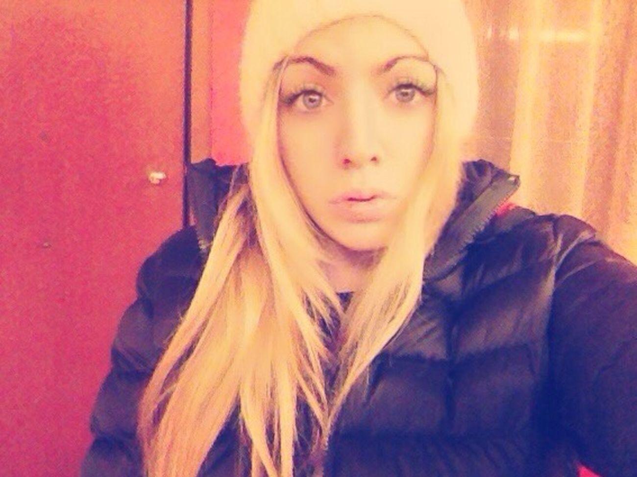 Blonde Hat White Kisses Night Hanging Out Fun Hello World Enjoying Life That's Me Selfie Vivirmivida Cmblog