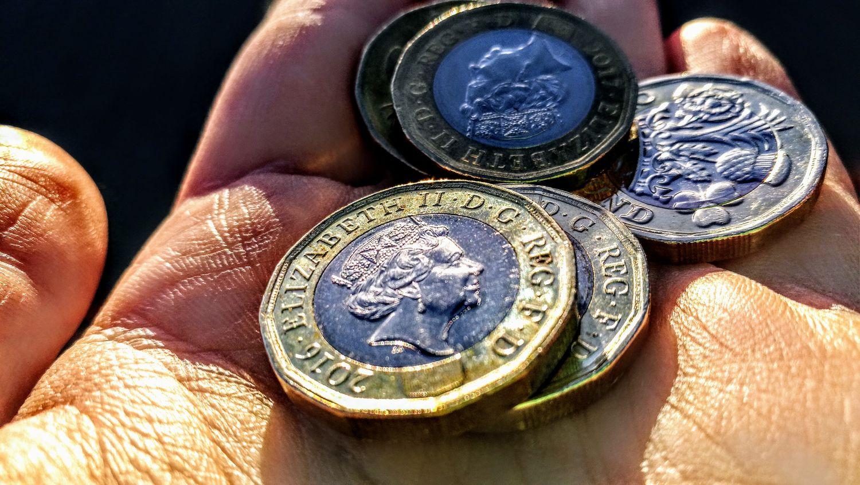 ElizabethII Coins Money Gold Hand Paund Great Britain Rich