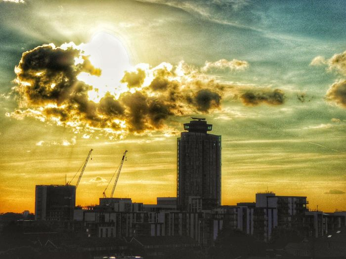 Urban Sunset London Strange Clouds Golden Hour Golden Sunset Sunset Sunset_collection Sunsets Architecture Iconic Buildings Urban Sunsets