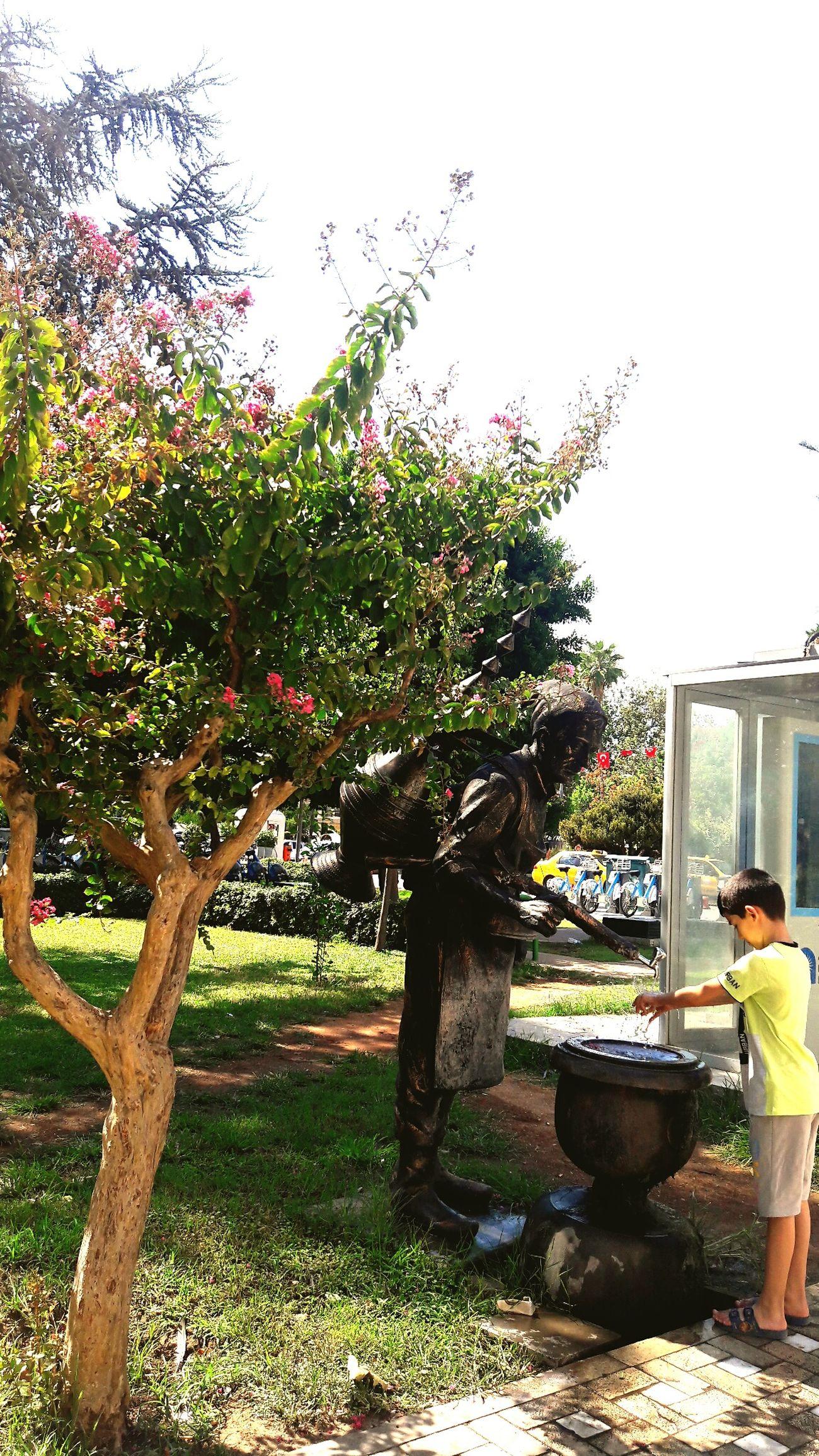 Tree Only Men One Man Only Citycenter Lara Stil Tarz Tasarım Sehirheykelleri Antalya Sucu Heykeli çesmesuyu Sehirmerkezi Kareler Sıcak Bir Gün Exploring Style