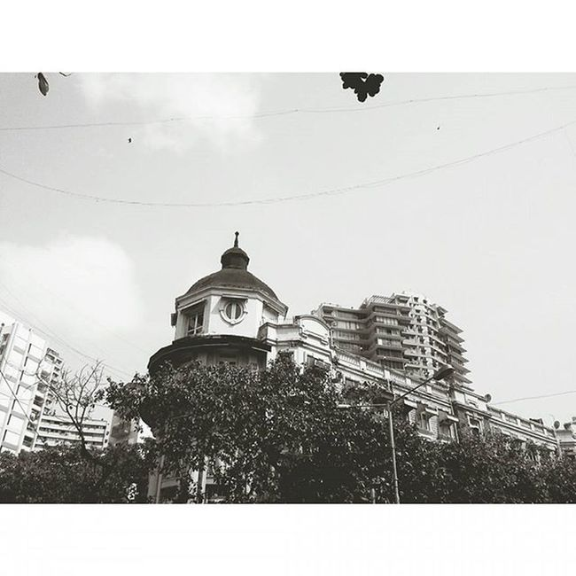 MalabarHill Malabarhills Mumbai Things2doinmumbai Mumbaiinstagrammers Buildings Fortheloveofblackandwhite Mumbaibestgram City Sky Vintage Classic Roof Streetlamps _soi Mymumbai Somumbai