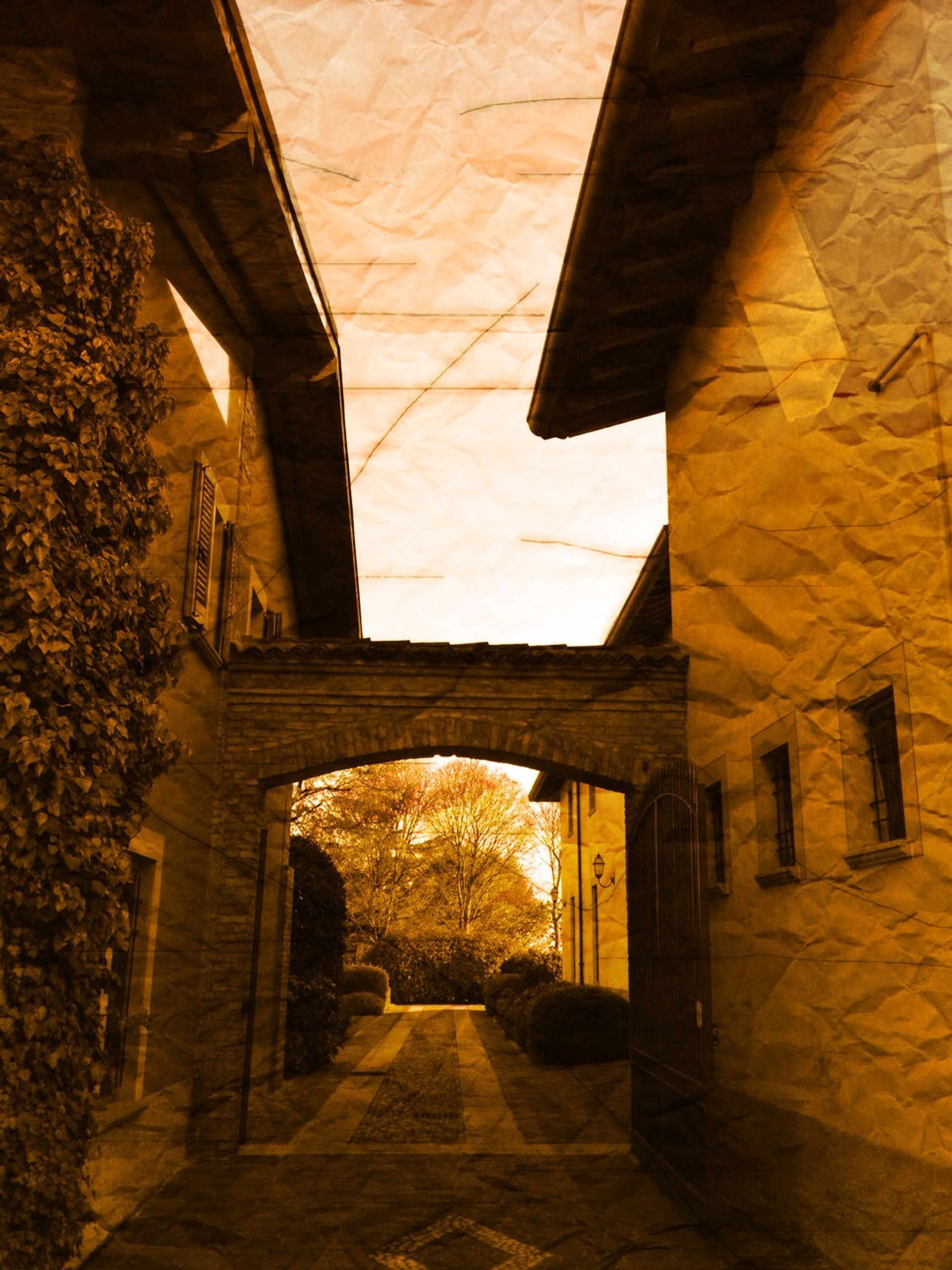 architecture, built structure, the way forward, building exterior, diminishing perspective, sunlight, building, shadow, no people, narrow, wall - building feature, empty, indoors, walkway, low angle view, day, house, long, vanishing point