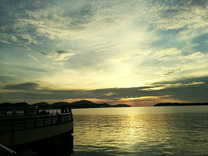 Watetfront Lumut Waterfront Sunset_collection Windyweather Walking Around The City  Enjoying Life Evening Sun Alone, Watching The Sun Going Down