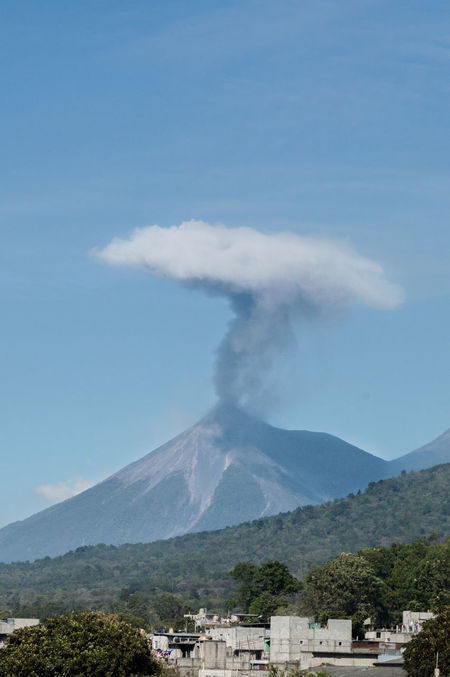 Volcan de fuego Volcán Volcano Nature Sky Blue Day Erupting Eruption